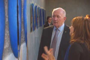 Sir Peter Gosgrove visiting Dawn's exhibition