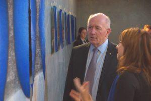 Sir Peter Gosgrove visiting Dawn's exhibition